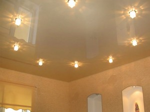 Как натяжной потолок выбрать для комнаты?